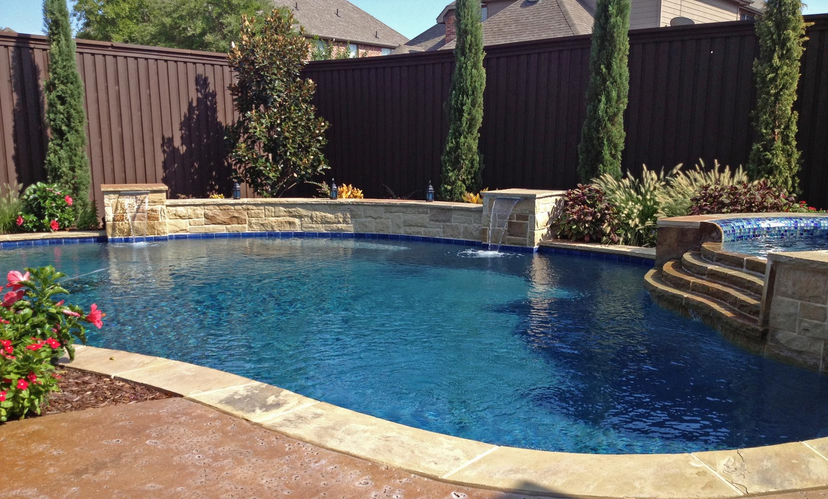 Freeform pools photo gallery custom pools images dallas for Spa and pool