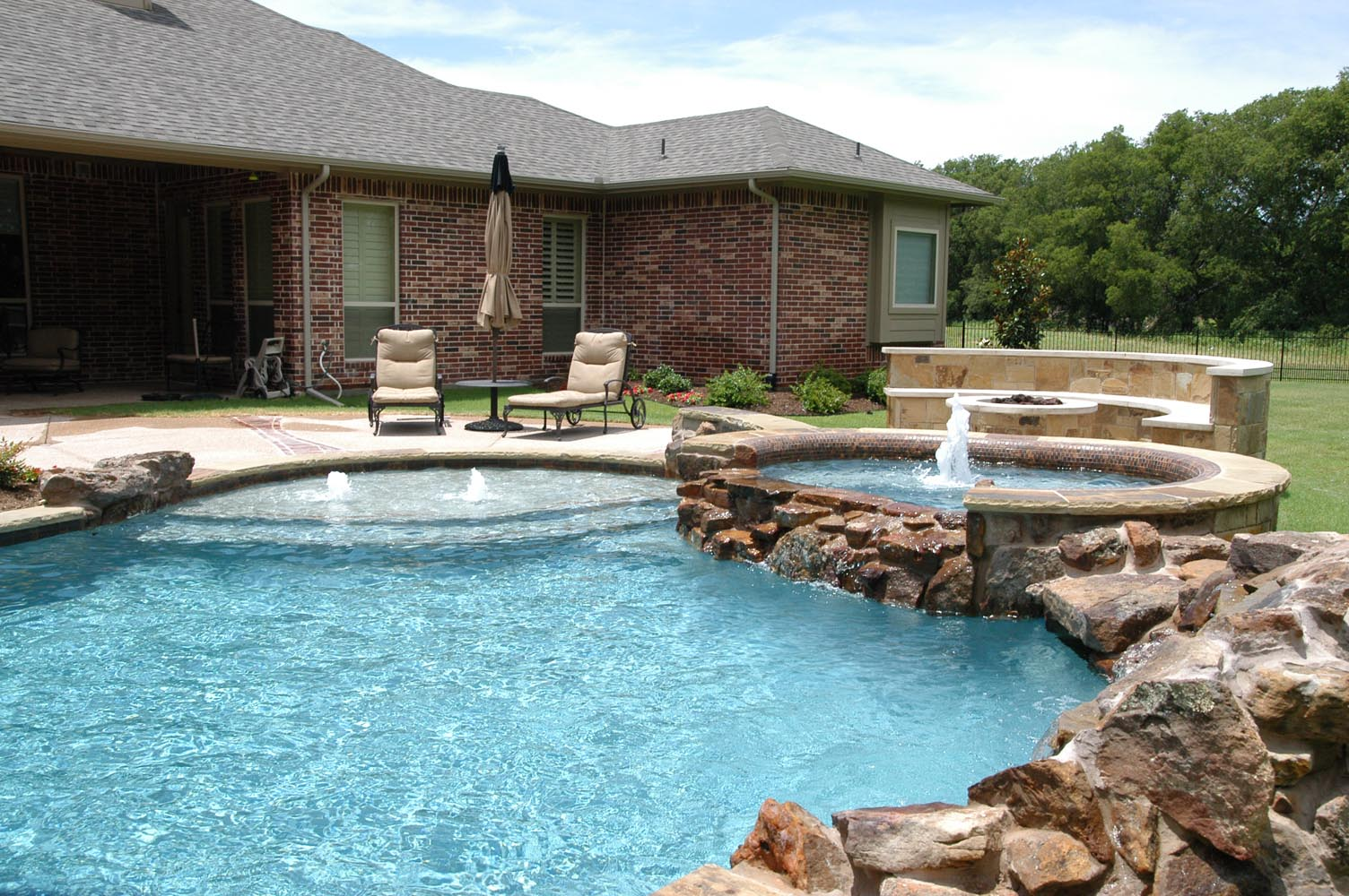 Freeform pools photo gallery custom pools images dallas for Pool design with tanning ledge