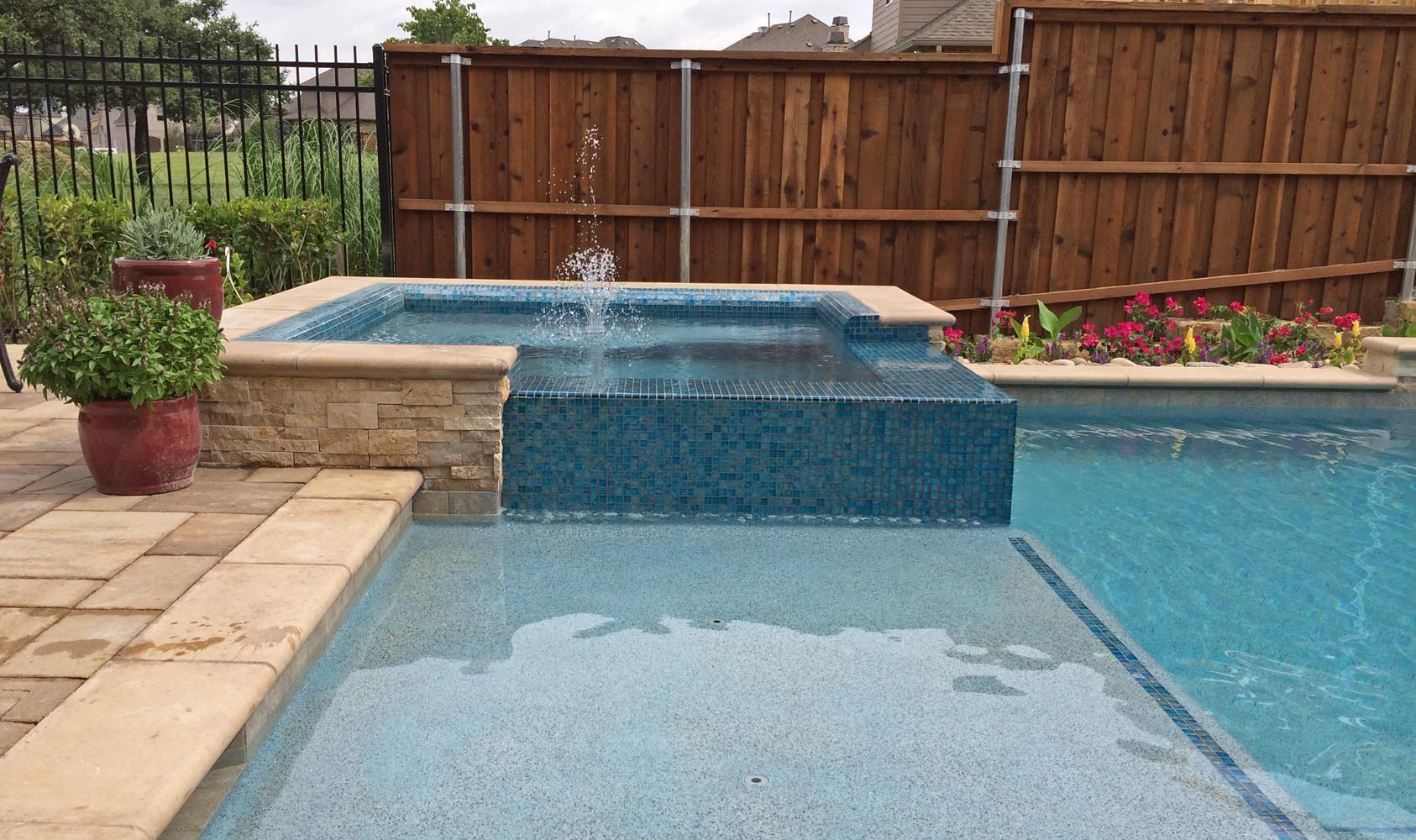 Custom inground spa design spa gallery photos dallas frisco for Pool design with tanning ledge